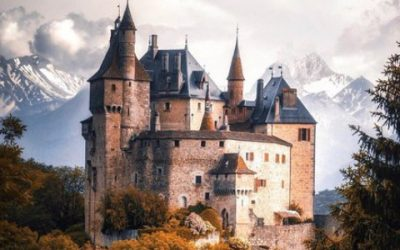 Le château de Menthon entre Thônes et le lac d'Annecy